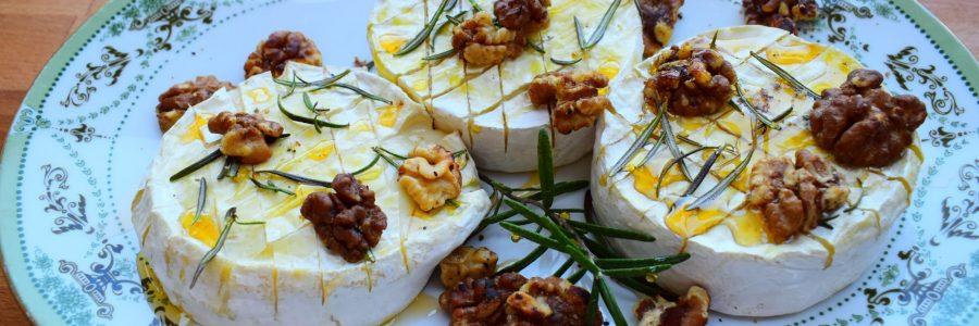 warmer Camembert mit Honig und Walnüssen