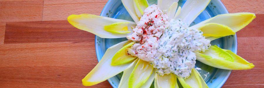 Chicoreesalat mit Kräuterfrischkäsedip